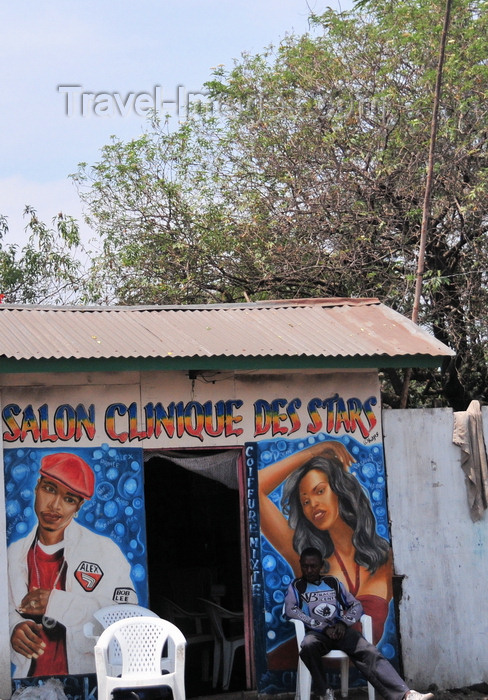 congo-dr17: Goma, Nord-Kivu, Democratic Republic of the Congo: beauty parlours are numerous - Salon Clinique des Stars - mural - beautician - photo by M.Torres - (c) Travel-Images.com - Stock Photography agency - Image Bank
