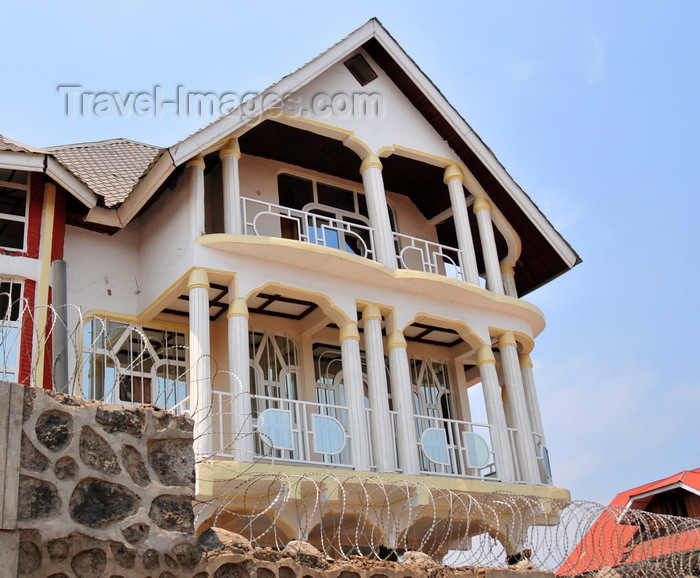 congo-dr26: Goma, Nord-Kivu, Democratic Republic of the Congo: private residence protected by tall walls and razor wire - photo by M.Torres - (c) Travel-Images.com - Stock Photography agency - Image Bank
