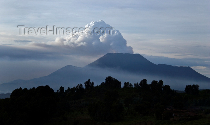 congo-dr3: Mount Nyiragongo, Virunga National Park, Democratic Republic of the Congo: Nyiragongo Volcano during one of its regular eruptions – columns of gas and ashes - stratovolcano in the Virunga Mountains - Great Rift Valley - photo by C.Lovell - (c) Travel-Images.com - Stock Photography agency - Image Bank