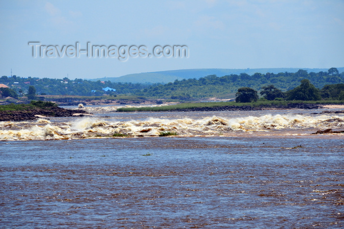 congo-dr48: Kinshasa, Democratic Republic of the Congo: Livingstone Falls / Chutes du Djoué -  rapids on the lower course of the Congo River, border between the Congos at Monkey Island (Ile des Singes) - photo by M.Torres - (c) Travel-Images.com - Stock Photography agency - Image Bank