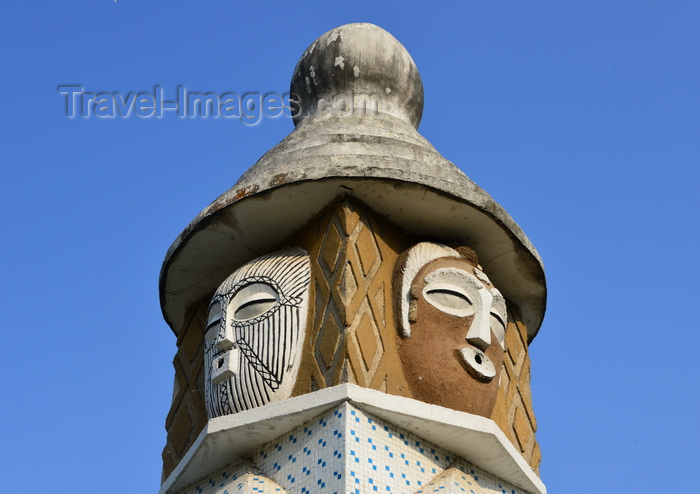 congo15: Brazzaville, Congo: totem-like fountain at the center of the 'masks round-about' seen against blue sky - intersection of Avenue de l'Amitié and Boulevard Denis Sassou Nguesso - Rond-point 'aux masques' - homage to Congo's traditional arts - photo by M.Torres - (c) Travel-Images.com - Stock Photography agency - Image Bank