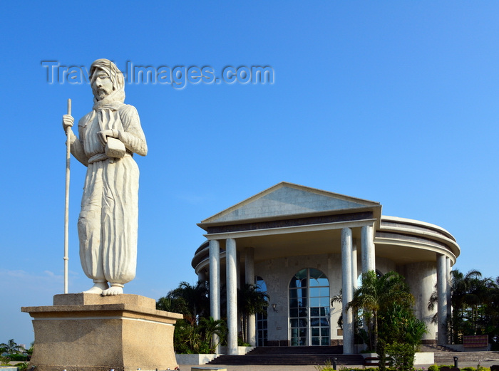 congo23: Brazzaville, Congo: Pierre Savorgnan de Brazza statue in front of his Memorial - French /  Italian explorer, Avenue Amilcar Cabral, Quartier de La Plaine - photo by M.Torres - (c) Travel-Images.com - Stock Photography agency - Image Bank