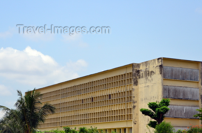congo40: Brazzaville, Congo: French colonial school building -  the Emery Patrice Lumumba highschool, ex collège Javouhey, on Boulevard Denis Sassou Nguesso, Quartier Tchad - Lycée Emery Patrice Lumumba - photo by M.Torres - (c) Travel-Images.com - Stock Photography agency - Image Bank