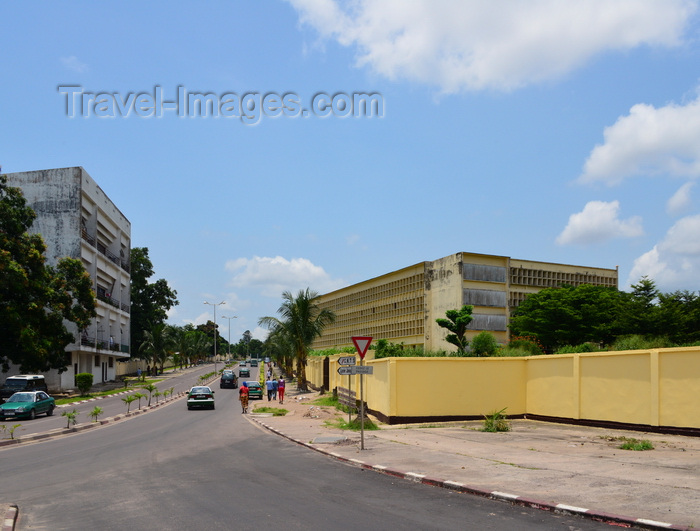 congo41: Brazzaville, Congo: Boulevard Denis Sassou Nguesso with Emery Patrice Lumumba highschool on the right (former collège Javouhey), Quartier Tchad - Lycée Emery Patrice Lumumba - photo by M.Torres - (c) Travel-Images.com - Stock Photography agency - Image Bank