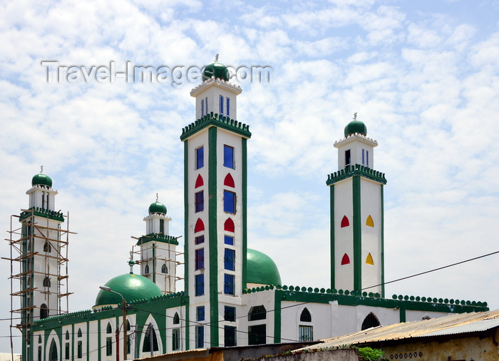congo55: Brazzaville, Congo: green domed mosque - near Rue des Sénegalais, Poto-Poto - photo by M.Torres - (c) Travel-Images.com - Stock Photography agency - Image Bank