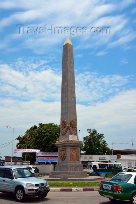congo60: Brazzaville, Congo: traffic around the 'Obelisk of the third millennium', located at the Moungali round about, Round Point Moungali, 4ème arrondissement - photo by M.Torres - (c) Travel-Images.com - Stock Photography agency - Image Bank