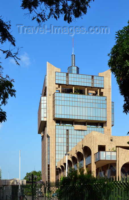 congo71: Brazzaville, Congo: BEAC building - Bank of Central African States, central bank of the countries of the Economic and Monetary Community of Central Africa - seen from Avenue du Serg Malamine - Banque des États de l'Afrique Centrale -  photo by M.Torres - (c) Travel-Images.com - Stock Photography agency - Image Bank