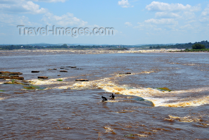congo80: Djoué, Congo: Livingstone Falls / Chutes du Djoué - boys bathe in the rapids on the lower course of the Congo River, border between the Congos - photo by M.Torres - (c) Travel-Images.com - Stock Photography agency - Image Bank