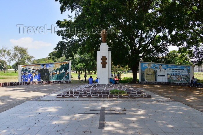 congo95: Brazzaville, Congo: de Gaulle square, off Avenue de Djoué - monument to General de Gaulle - sculpture by Parriot and tiles by Albert Massamba - Cross of Lorraine on the pavement - photo by M.Torres - (c) Travel-Images.com - Stock Photography agency - Image Bank