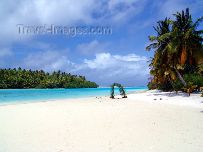 cook13: Cook Islands - Aitutaki island: sandy beach on One Foot Island / Tapuaetai - photo by B.Goode - (c) Travel-Images.com - Stock Photography agency - Image Bank