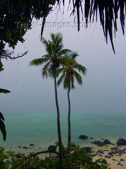 cook14: Cook Islands - Aitutaki island: stormy view of the lagoon - photo by B.Goode - (c) Travel-Images.com - Stock Photography agency - Image Bank