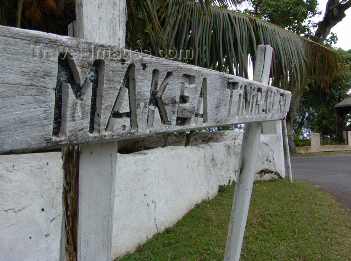 cook24: Cook Islands - Rarotonga island:  Avarua - old wooden road sign - Makea Tinirau Rd - photo by B.Goode - (c) Travel-Images.com - Stock Photography agency - Image Bank