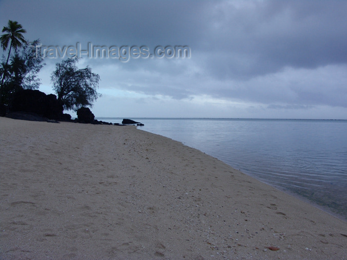 cook3: Cook Islands - Aitutaki island: dusk scene - beach - photo by B.Goode - (c) Travel-Images.com - Stock Photography agency - Image Bank