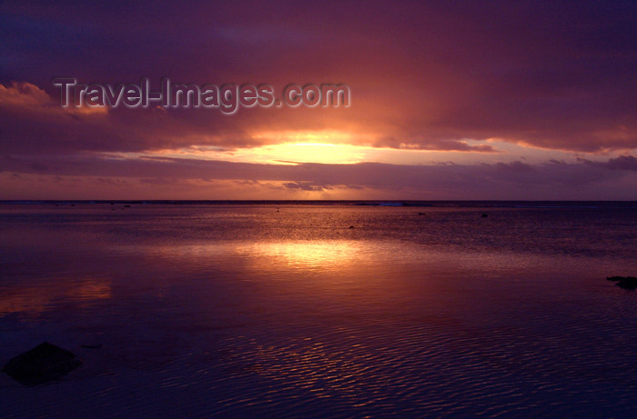 cook32: Cook Islands - Rarotonga island: sunset at black rock beach - where Papeiha, the first Christian missionary on the island, landed - photo by B.Goode - (c) Travel-Images.com - Stock Photography agency - Image Bank