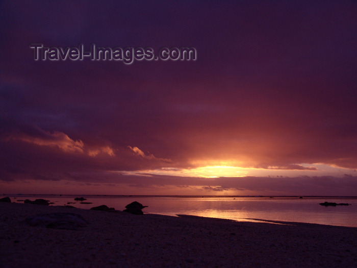 cook33: Cook Islands - Rarotonga island: sunset at black rock beach - photo by B.Goode - (c) Travel-Images.com - Stock Photography agency - Image Bank