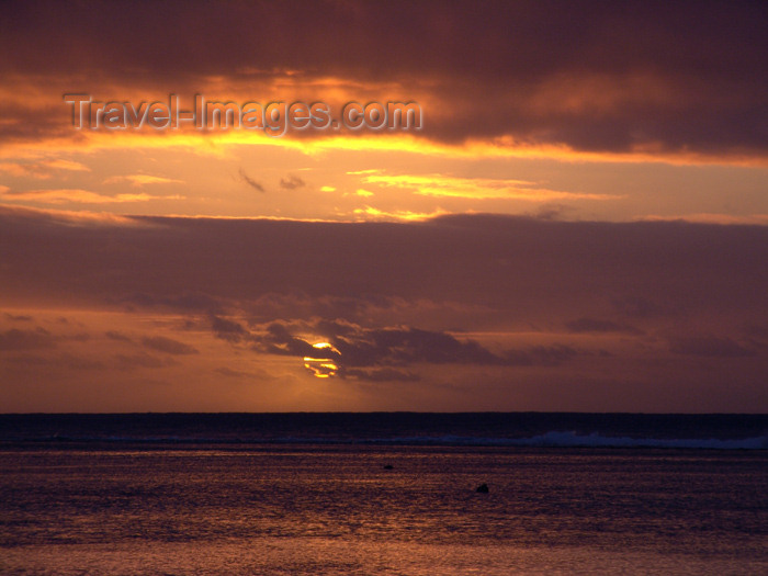 cook34: Cook Islands - Rarotonga island: sunset at Black Rock beach - a favorite for snorkeling - altostratus clouds - photo by B.Goode - (c) Travel-Images.com - Stock Photography agency - Image Bank