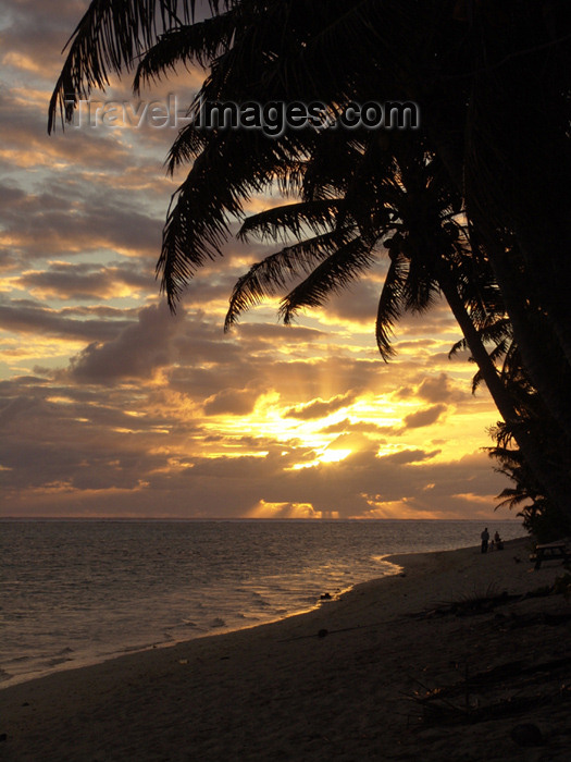 cook36: Cook Islands - Rarotonga island: sunset on the south coast - palm-studded beach - photo by B.Goode - (c) Travel-Images.com - Stock Photography agency - Image Bank