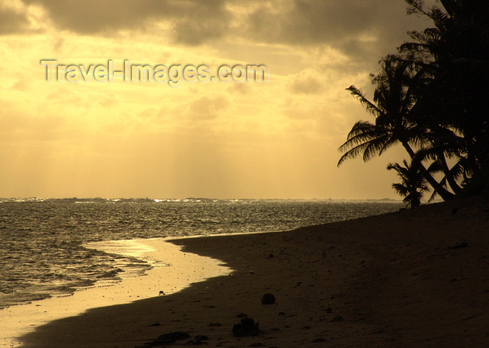cook39: Cook Islands - Rarotonga island: Titikaveka beach - sunset - the South Coast is the quietest stretch of coastline - photo by B.Goode - (c) Travel-Images.com - Stock Photography agency - Image Bank