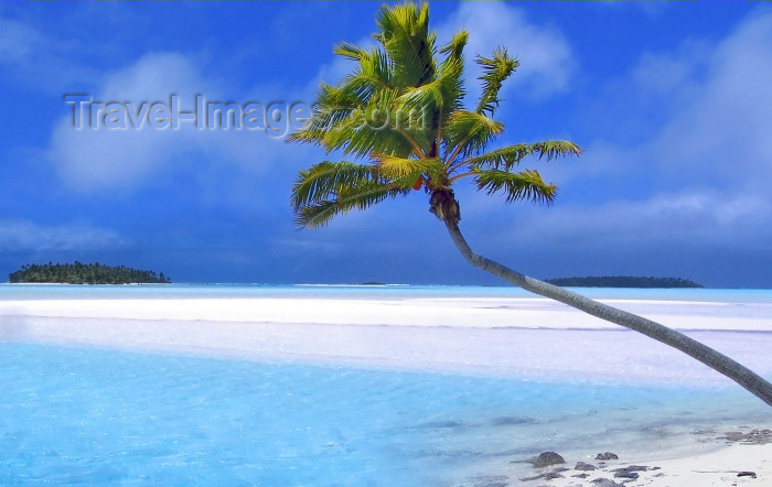 cook41: Cook Islands - Aitutaki island / Araura / Ararau / Utataki: the atoll and coral islets - motu - view from One Foot Island / Tapuaetai - photo by B.Goode - (c) Travel-Images.com - Stock Photography agency - Image Bank