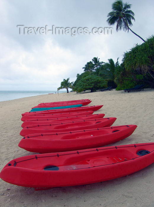 cook5: Cook Islands - Aitutaki island: kayaks on the beach - resort scene - photo by B.Goode - (c) Travel-Images.com - Stock Photography agency - Image Bank