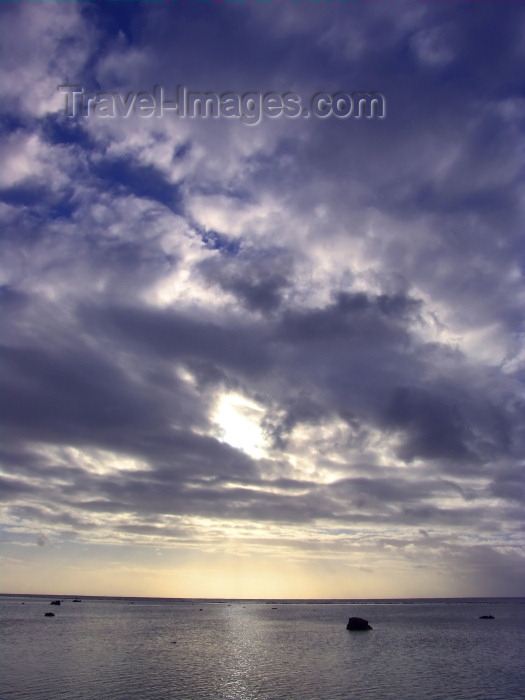 cook50: Cook Islands - Rarotonga island:  dusk - sky and water - Cumulus congestus clouds - photo by B.Goode - (c) Travel-Images.com - Stock Photography agency - Image Bank