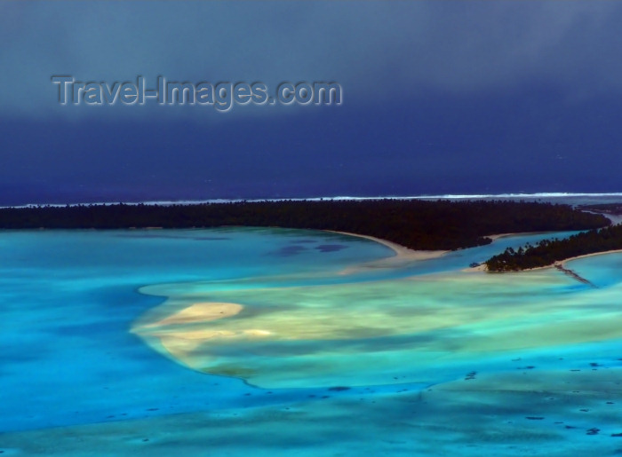 cook52: Cook Islands - Aitutaki: from the air - turquoise central lagoon - photo by B.Goode - (c) Travel-Images.com - Stock Photography agency - Image Bank