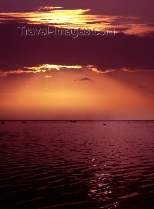 cook53: Cook Islands - Aitutaki: beautiful pink sunset - photo by B.Goode - (c) Travel-Images.com - Stock Photography agency - Image Bank
