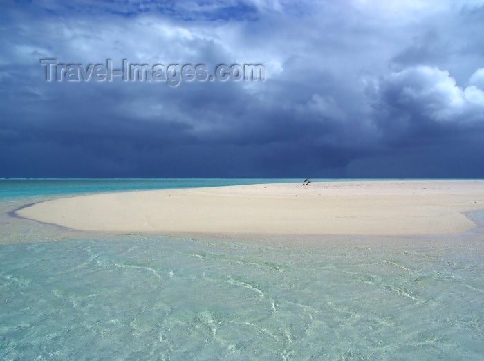 cook54: Cook Islands - Aitutaki: storm approaching over the sandbar - photo by B.Goode - (c) Travel-Images.com - Stock Photography agency - Image Bank