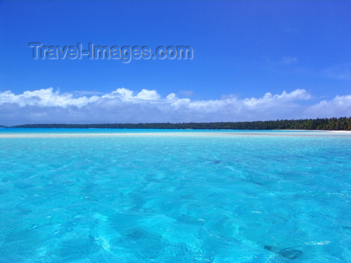 cook55: Cook Islands - Aitutaki: ripples in turquoise lagoon - photo by B.Goode - (c) Travel-Images.com - Stock Photography agency - Image Bank