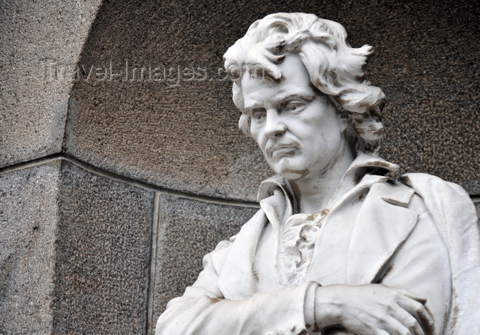 costa-rica1: San José, Costa Rica: National Theater - Teatro Nacional de Costa Rica - Plaza Juan Mora Fernández - statue of Ludwig van Beethoven - photo by M.Torres - (c) Travel-Images.com - Stock Photography agency - Image Bank