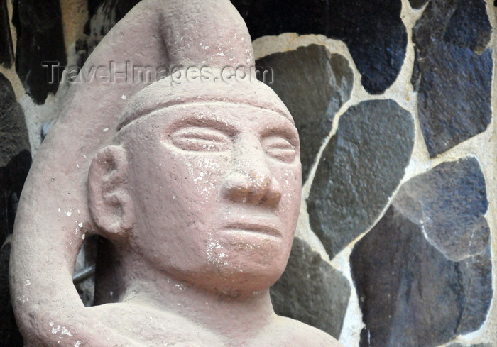 costa-rica105: Londres, Puntarenas province, Costa Rica: Amerindian art - statue of warrior - photo by M.Torres - (c) Travel-Images.com - Stock Photography agency - Image Bank