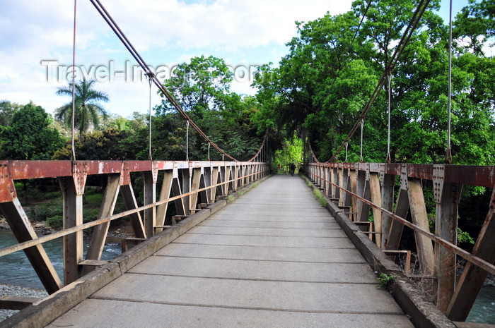 costa-rica107: Naranjito, Puntarenas province, Costa Rica: suspension bridge - photo by M.Torres - (c) Travel-Images.com - Stock Photography agency - Image Bank