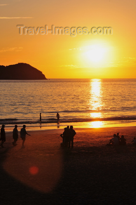 costa-rica118: Manuel António, Puntarenas province, Costa Rica: beach sunset - Ocean and Isla Larga - photo by M.Torres - (c) Travel-Images.com - Stock Photography agency - Image Bank