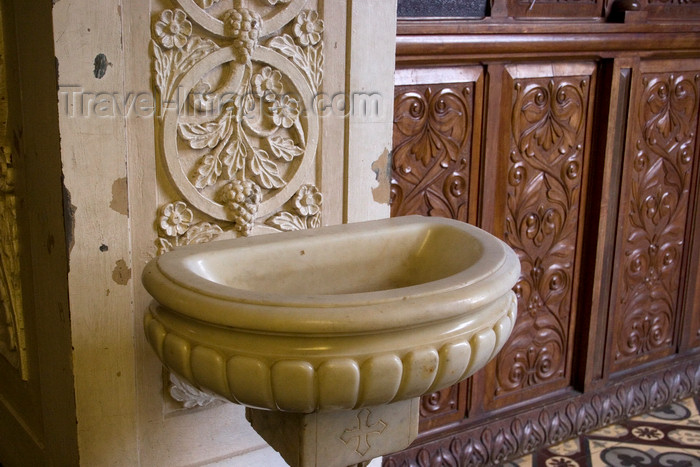 costa-rica22: Costa Rica - San Ramón, Alajuela province: holy water font - Iglesia Parroquial de San Ramón - photo by H.Olarte - (c) Travel-Images.com - Stock Photography agency - Image Bank