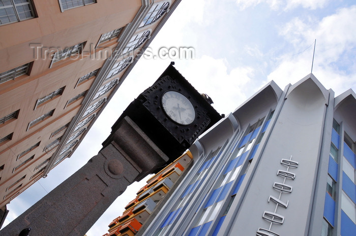 costa-rica32: San José, Costa Rica: clock at the start of Avenida Central - Plaza de la Cultura - Cronos building - photo by M.Torres - (c) Travel-Images.com - Stock Photography agency - Image Bank
