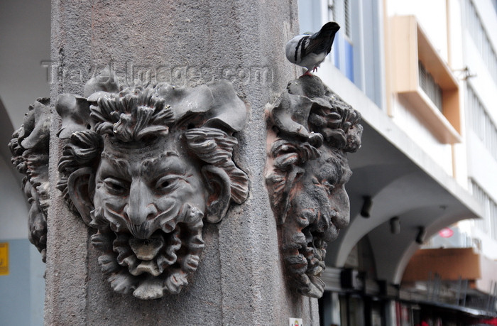 costa-rica36: San José, Costa Rica: dramatic faces - clock pillar - Avenida Central - Plaza de la Cultura - photo by M.Torres - (c) Travel-Images.com - Stock Photography agency - Image Bank