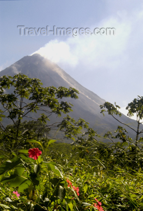 costa-rica39: Costa Rica - Arenal Volcano smoking -andesitic stratovolcano - Alajuela Province - photo by B.Cain - (c) Travel-Images.com - Stock Photography agency - Image Bank