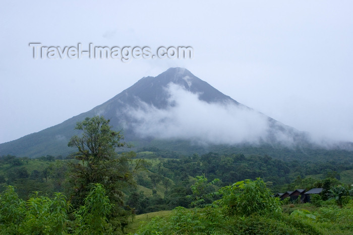 costa-rica4: Costa Rica - Volcan Arenal / Arenal Volcano and vegetation - photo by H.Olarte - (c) Travel-Images.com - Stock Photography agency - Image Bank