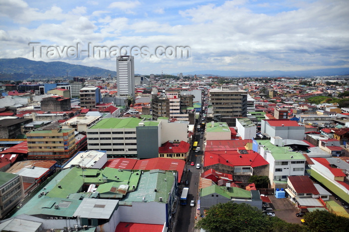 costa-rica81: San José, Costa Rica: view west along Avenida 5 - skyline - Banco Nacional de Costa Rica tower on the left - photo by M.Torres - (c) Travel-Images.com - Stock Photography agency - Image Bank