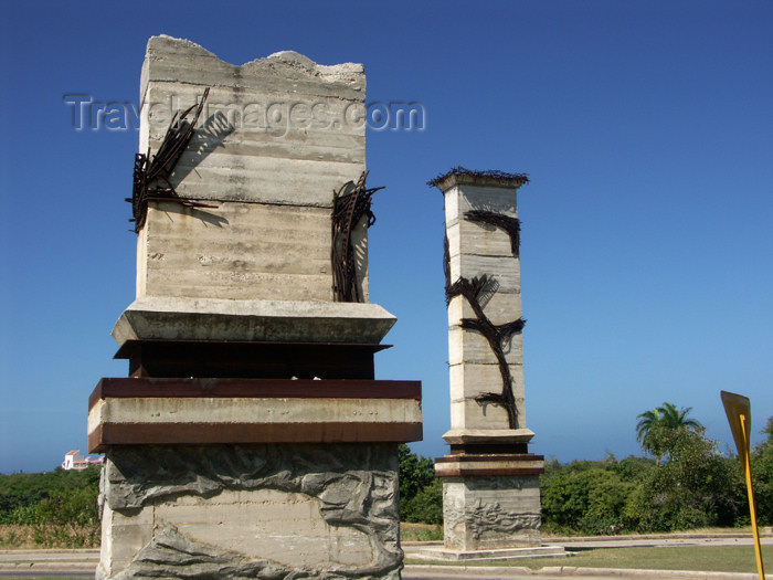 cuba104: Cuba - Holguín province - monuments to the revolution abound; this one done up in concrete and bent steel - photo by G.Friedman - (c) Travel-Images.com - Stock Photography agency - Image Bank