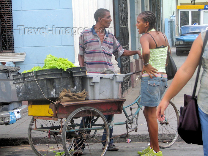cuba121: Cuba - Cienfuegos: street scene - merchant and client - photo by L.Gewalli - (c) Travel-Images.com - Stock Photography agency - Image Bank