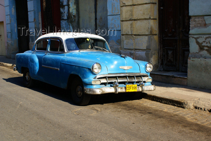 cuba127: Camagüey, Cuba: old Chevy - classical car - photo by A.Ferrari - (c) Travel-Images.com - Stock Photography agency - Image Bank