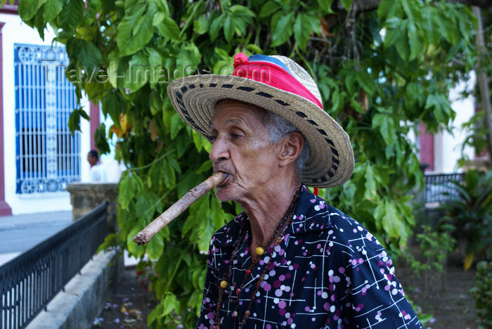 cuba128: Camagüey, Cuba: man smoking a colossal cigar - photo by A.Ferrari - (c) Travel-Images.com - Stock Photography agency - Image Bank