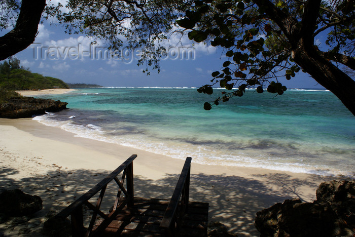 cuba134: Playa Maguana, Baracoa, Guantánamo province, Cuba: beach - tropical waters of the Bahía de Miel - photo by A.Ferrari - (c) Travel-Images.com - Stock Photography agency - Image Bank