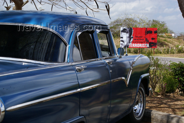 cuba143: Santa Clara, Villa Clara province, Cuba: old American car and anti-American billboard - photo by A.Ferrari - (c) Travel-Images.com - Stock Photography agency - Image Bank