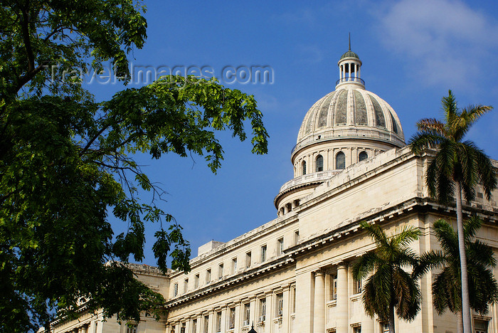 cuba20: Havana / La Habana / HAV, Cuba: National Capitol Building, home to the Cuban Academy of Sciences - Capitolio Nacional - photo by  A.Ferrari - (c) Travel-Images.com - Stock Photography agency - Image Bank