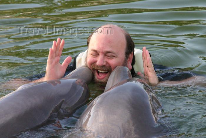 cuba33: Cuba - Guardalavaca - Baja Naranja delfinarium - dolphin kisses - photo by G.Friedman - (c) Travel-Images.com - Stock Photography agency - Image Bank