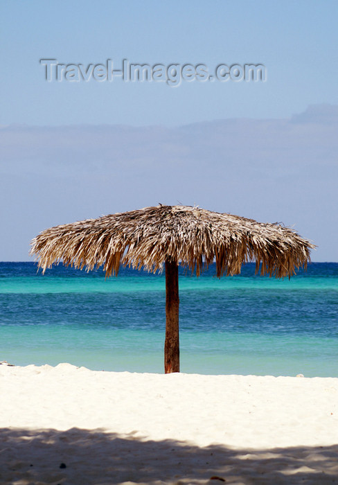 cuba51: Cuba - Guardalavaca - thatched umbrella on a Caribbean beach - white sandy beach - photo by G.Friedman - (c) Travel-Images.com - Stock Photography agency - Image Bank