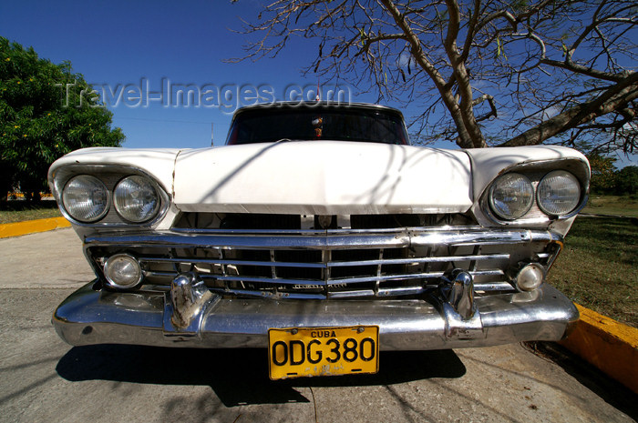 cuba55: Cuba - Guardalavaca - White car - 1958 Rambler - photo by G.Friedman - (c) Travel-Images.com - Stock Photography agency - Image Bank