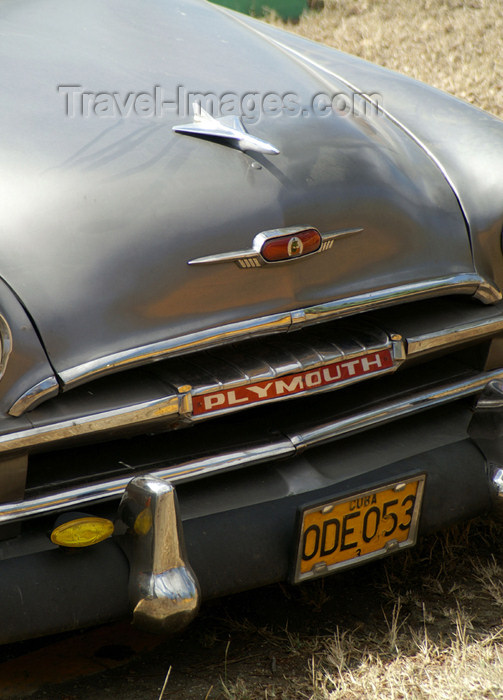 cuba58: Cuba - Holguín - 1952 Plymouth Close - up- bonet - photo by G.Friedman - (c) Travel-Images.com - Stock Photography agency - Image Bank